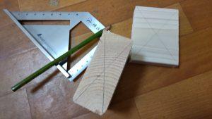 材料に対角線を引く
